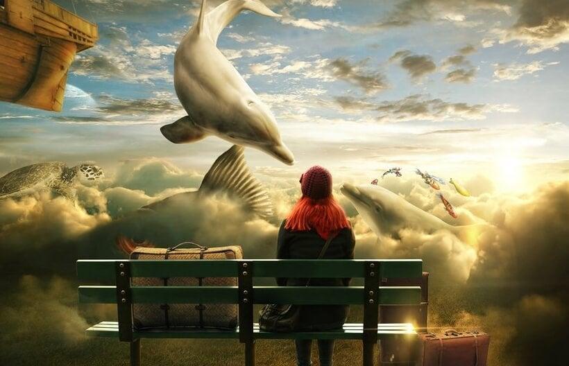 Pige på bænk ser på flyvende delifner og skildpadder