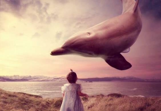 Flyvende delfin leger med piger