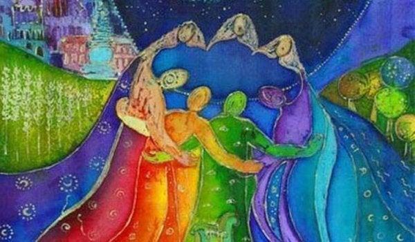 Personer af forskellige farver omfavner hinanden