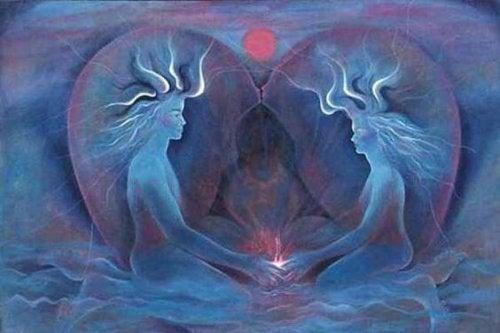 Par holder i hånden og symboliserer moden kærlighed
