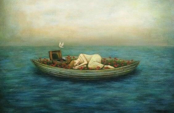 Person ligger alene på lille båd i stort hav