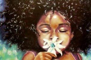 Barn dufter til blomst