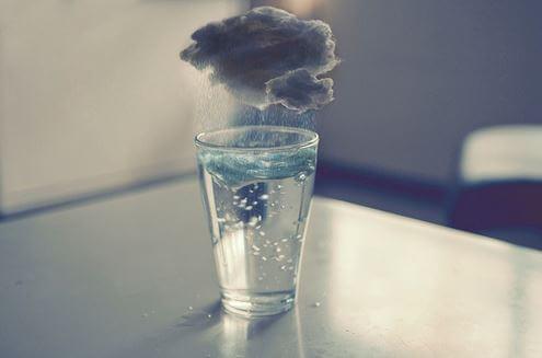 Regnsky over glas