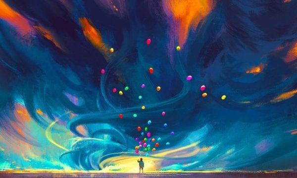 Person slipper balloner fri foran blå himmel