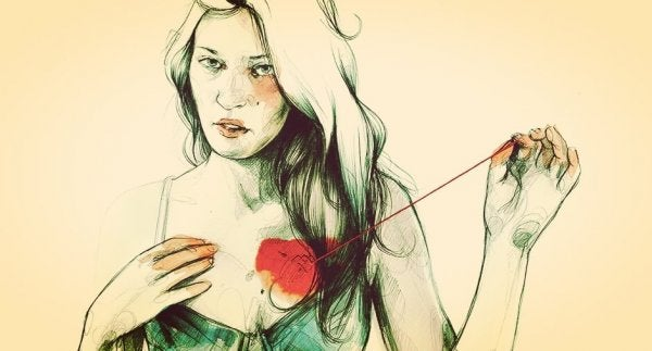 Kvinde binder hjerte fast med snor
