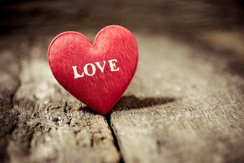 Hvad siger videnskaben om kærlighed?