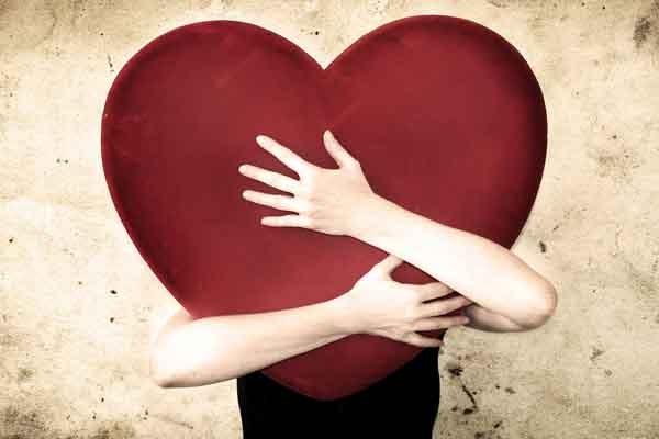 Kram dit hjerte, så du kan elske dig selv