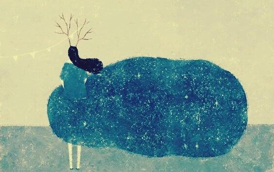 Kvinde gemt bag stor blå sky