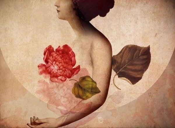 Kvinde dækket af blomster viser sin følsomhed