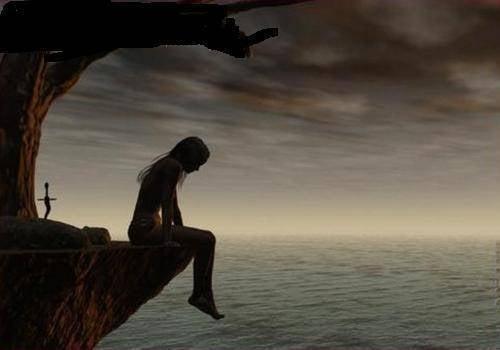 Kvinde sidder på bjergkant ved hav for at komme væk fra vanskelige mennesker