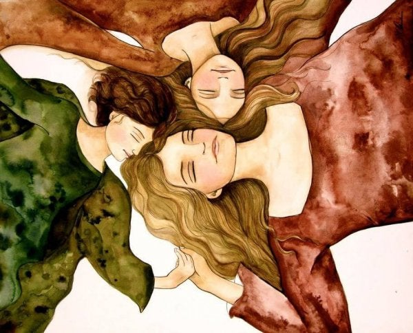Vilde kvinder ligger sammen på mark