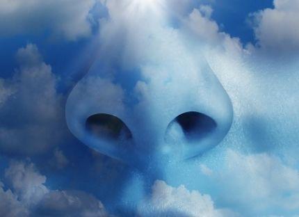 Næse på himmel udfører dybe vejrtrækninger