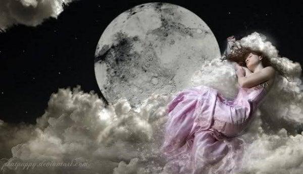 Frie mennesker gør som denne kvinde og sover på skyerne