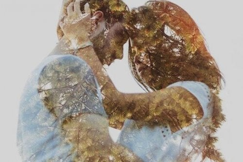 Par krammer og er forelskede, selvom du ikke kan forelske dig på en dag