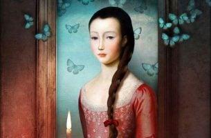 Kvinde med sommerfugle udviser følsomhed