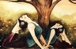 Vilde kvinder dyrker yoga under træ