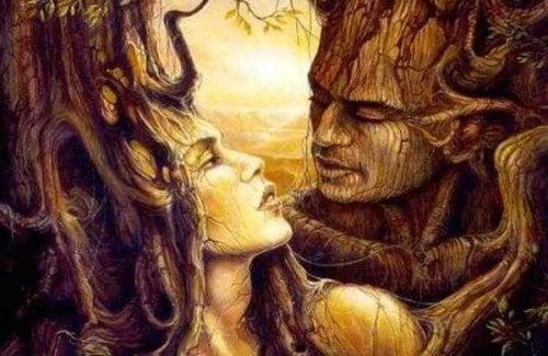 Træer med ansigter er som et par, der vækker sovende kærlighed