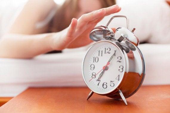 Et vækkeur kan få os op om morgenen