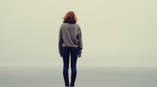 Alene person lider under skizoid personlighedsforstyrrelse