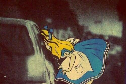 Tegneseriefigur stikker hovedet ind af bilvindue