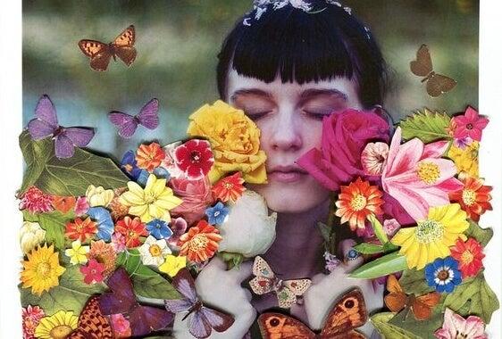 Pige med blomster og lukkede øjne viser, hvordan de gode ting kommer, når vi er stoppet med at lede