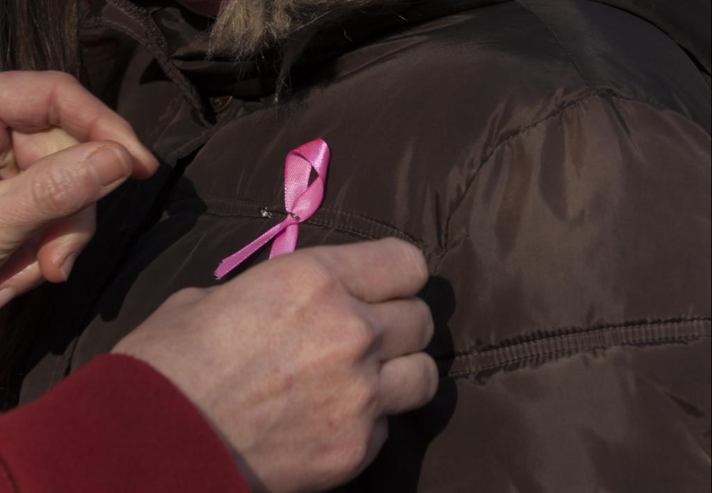 Sløjfe viser støtte i kampen mod kræft