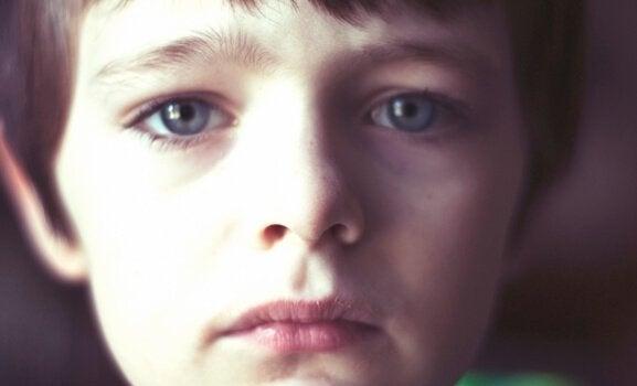 Dreng med triste øjne