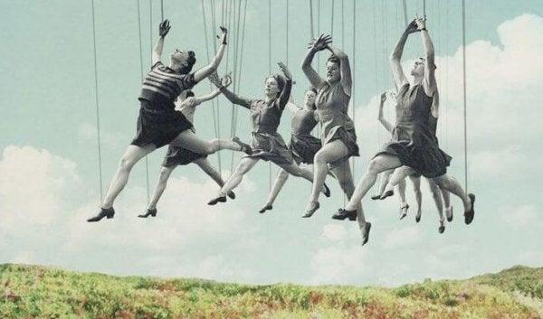 Kvinder med snore som dukker danser i luften for at vise, hvordan man bliver bundet til at gengælde det, når nogle gør dig en tjeneste