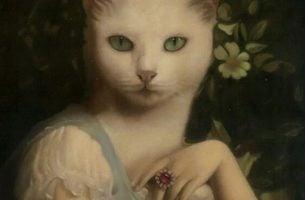 Kvinde med ansigt som kat