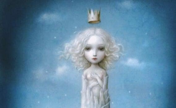 Lille pige med krone på