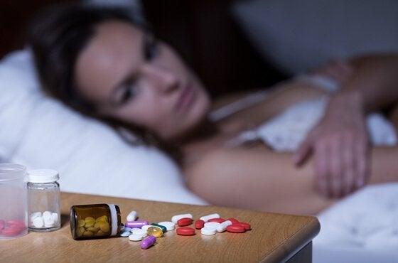 Kvinde kan ikke sove på grund af angst og vil tage anxiolytika