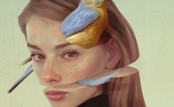 Kvinde med fugl i ansigtet oplever ødelagt selvkærlighed