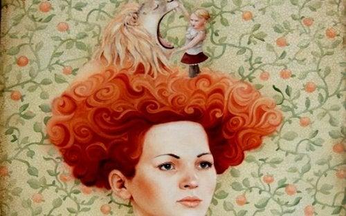 Kvinde med løve i håret