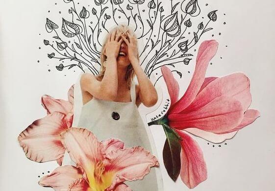 Kvinde med store blomster omkring sig tager sig til hovedet