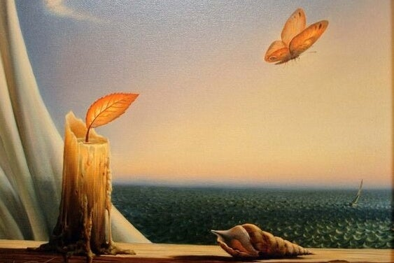 Sommerfugl ved stearinlys foran hav