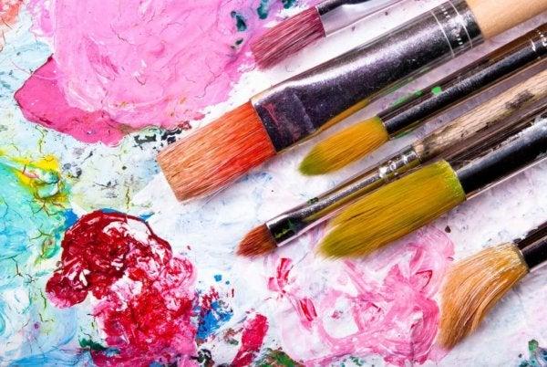 Maling og kreative øvelser kan hjælpe til at motionere din hjerne