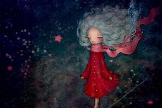 Pige går blandt stjerner i rød kjole