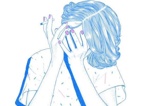 Pige med cigaret gemmer hoved bag hænder i skam over sine rygevaner