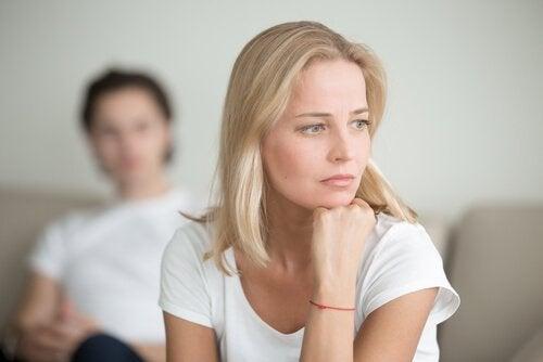 Frustreret kvinde med pistantrofobi