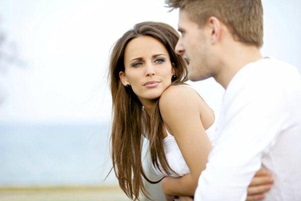 Kvinde fascineret af samtale er sapioseksuel