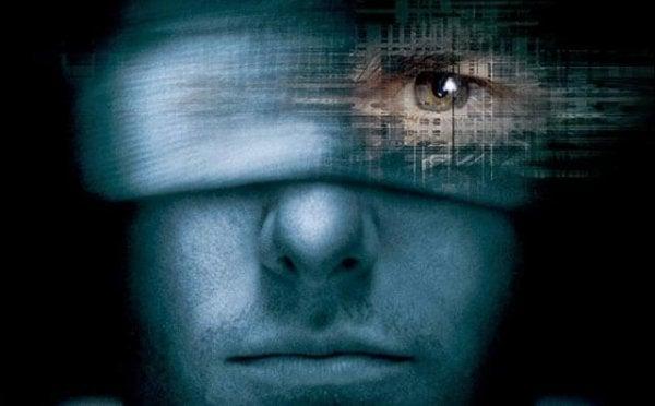 Mand kan se igennem bind for øjnene på grund af en sjette sans