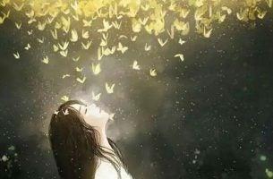 Kvinder lyses op af sommerfugle, som symbol for ikigai