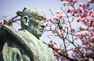 Statue af gammel samurai