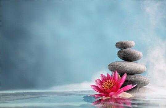 Du kan opnå balance, ligesom disse sten, ved at følge tips om mindfulness