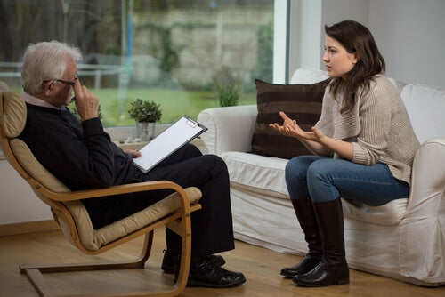 Kvinde er til sin første gang til psykolog