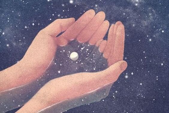 Hænder indsamler stjernestøv i univers