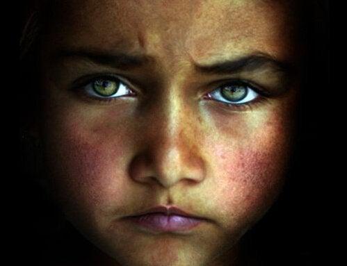 Barn afspejler forældres død i øjnene