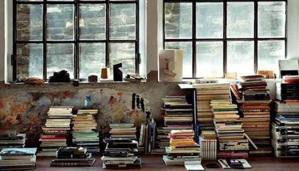 Pænt stablede bøger er som at rydde op i sindet