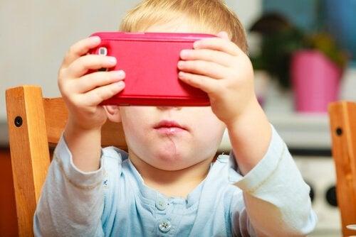 Barn viser, når forældre har valgt at give børn en telefon