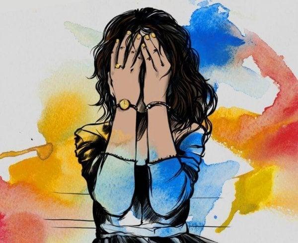 Fortvivlet kvinde med hænder for ansigt har brug for behandling af depression
